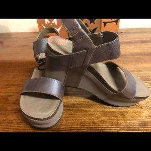 OTBT platform sandals, size 8.